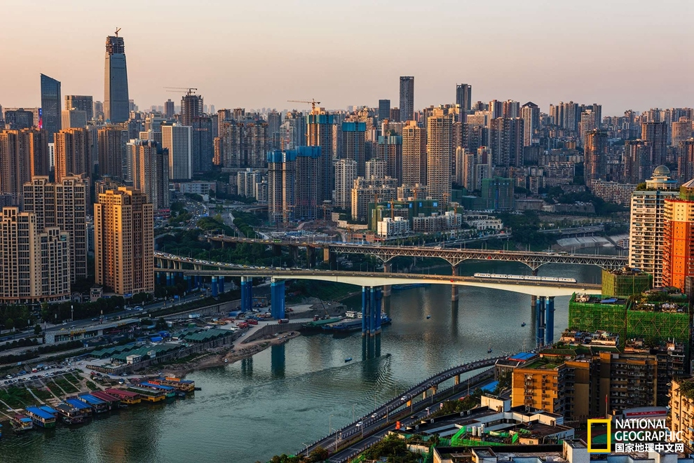 Meet-the-Most-Authentic-Soul-of-Chongqing-Within-Mountains-and-Rivers-3