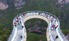 Tourists-Go-Sightseeing-on-Cantilever-Bridge-in-Longgang
