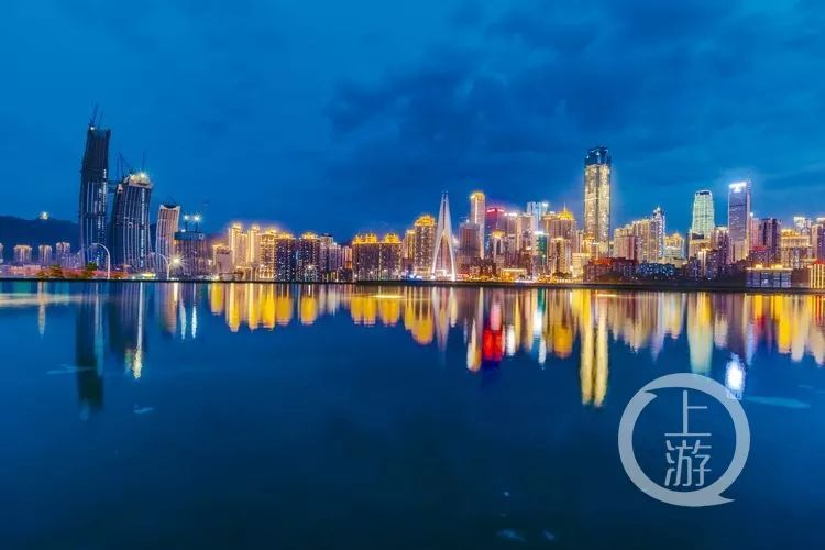chongqing-a-magnificent-city-standing-above-the-water-1