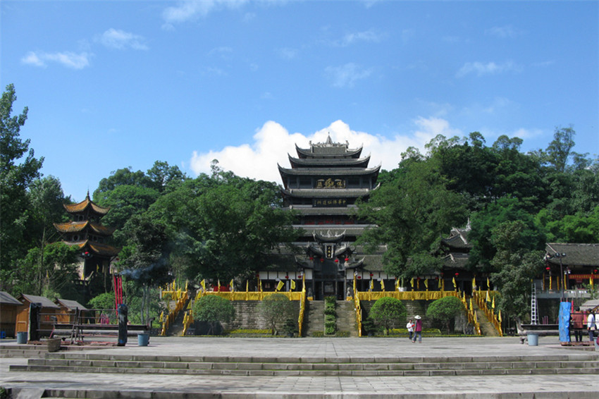 the-miraculous-life-of-the-dafo-temple-in-tongnan-1