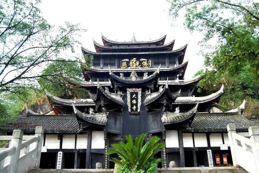 the-miraculous-life-of-the-dafo-temple-in-tongnan-4