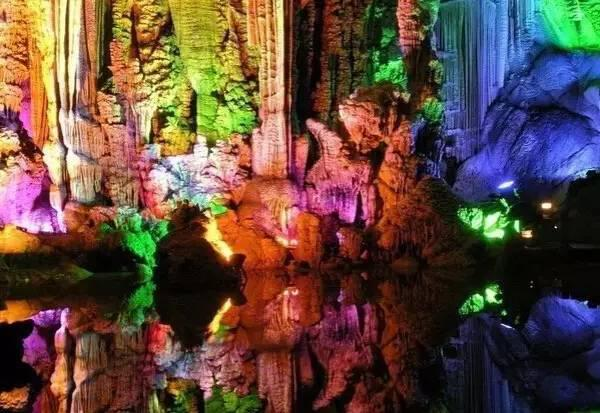 into-the-wonderland-magic-caves-in-chongqing-3